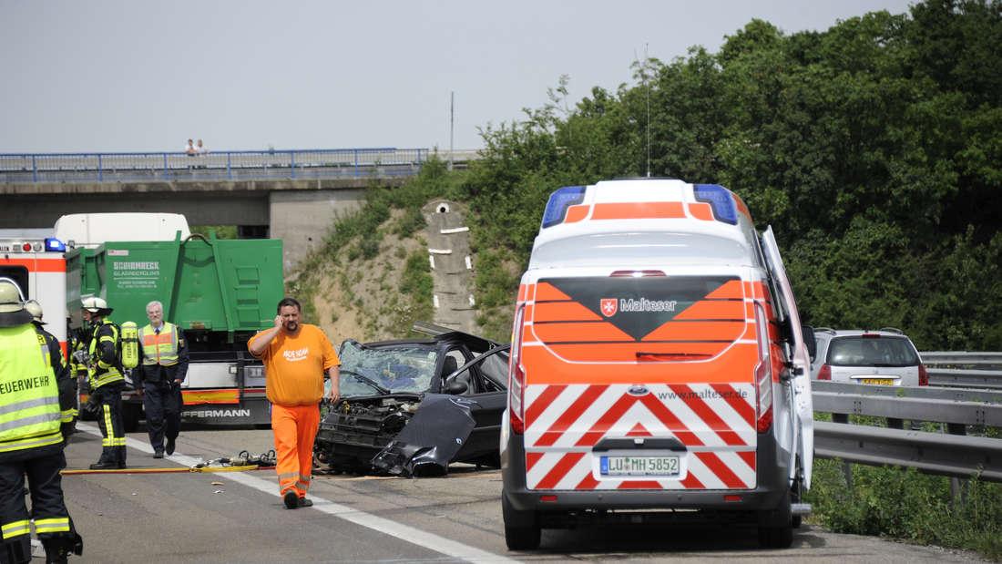 Tödlicher Verkehrsunfall auf der A61 in Höhe Ludwigshafen-Ruchheim.