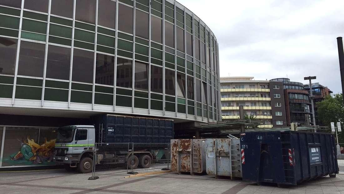"""Wegen des """"Tatort""""-Drehs Ende April verzögert sich der Abriss der 'Tortenschachtel' um drei Wochen."""