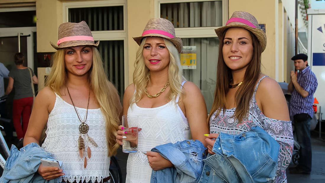 Viele Frankenthaler feiern Eröffnungstag des Strohhutfestes.