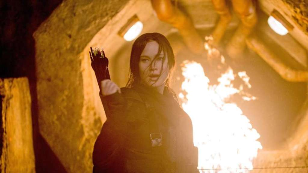 Katniss (Jennifer Lawrence) zieht in die letzte Schlacht. Foto: Murray Close/Studiocanal