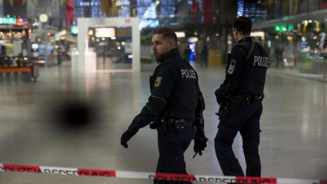 Auf Warnungen befreundeter Geheimdienste hin hatte die Behörden mit schwer bewaffneten Einsatzkräften den Hauptbahnhof München sowie den Bahnhof im Stadtteil Pasing evakuiert. Foto: Sven Hoppe