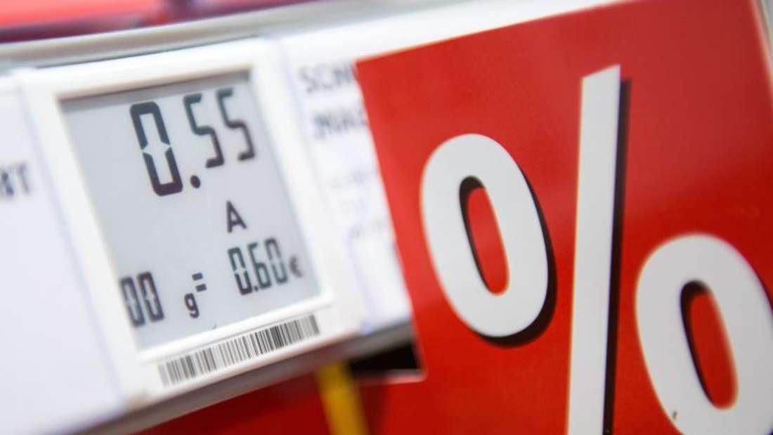 Ein elektronisches Preisschild in einem Supermarkt. Foto: Marius Becker/Symbolbild