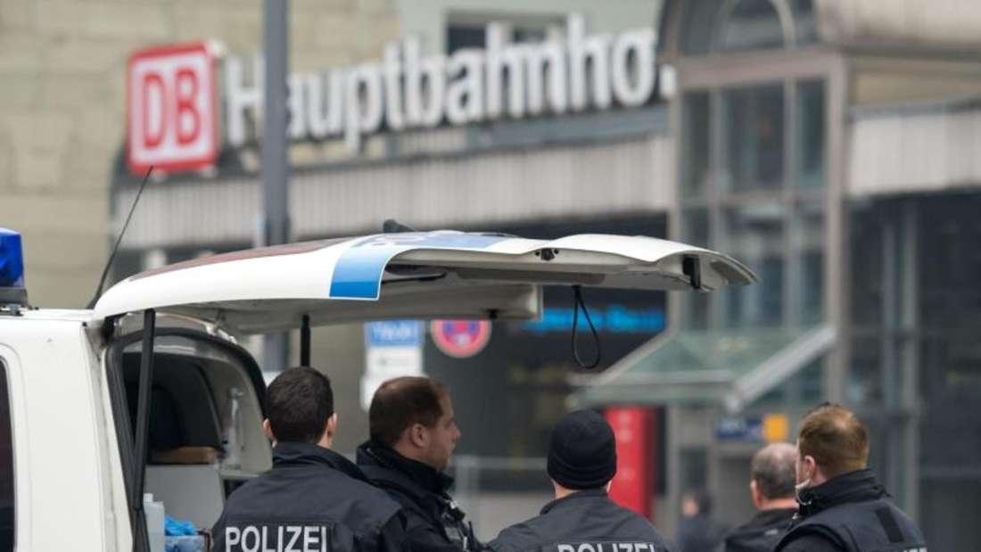 Nach dem Terroralarm in der Silvesternacht in München fahndet die Polizei weiter nach angeblichen potenziellen Attentätern aus Syrien und dem Irak. Foto: Sven Hoppe/Archiv