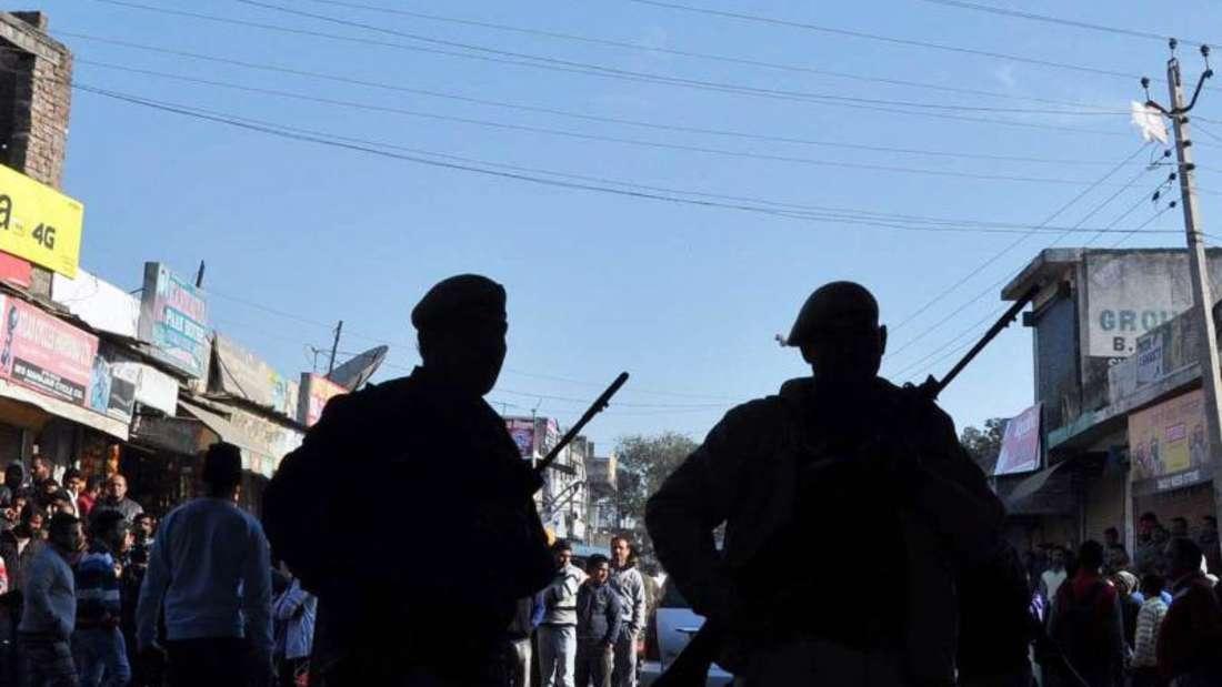 Bewaffnete Sicherheitskräfte unweit des Ortes der Attacke. Foto: Sanjay Baid