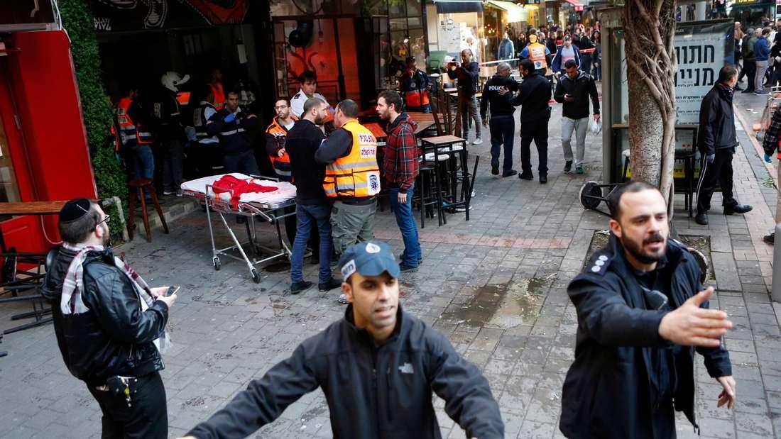 Anschläge in Tel Aviv: Suche nach dem Attentäter