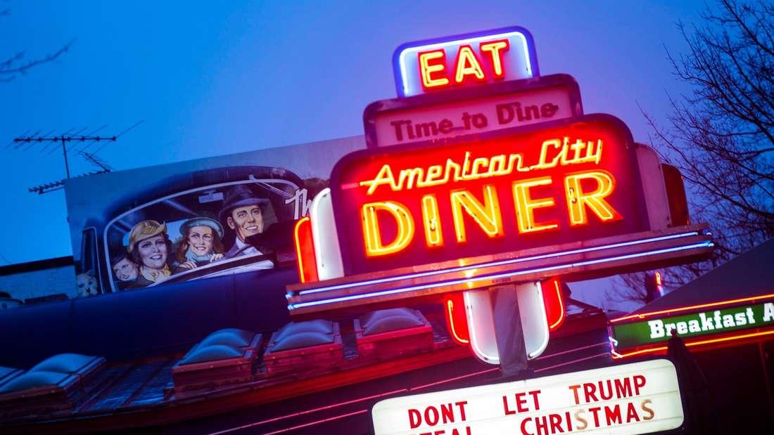 Auch ein Restaurant in Washington, DC macht gegen Donald Trump mobil.