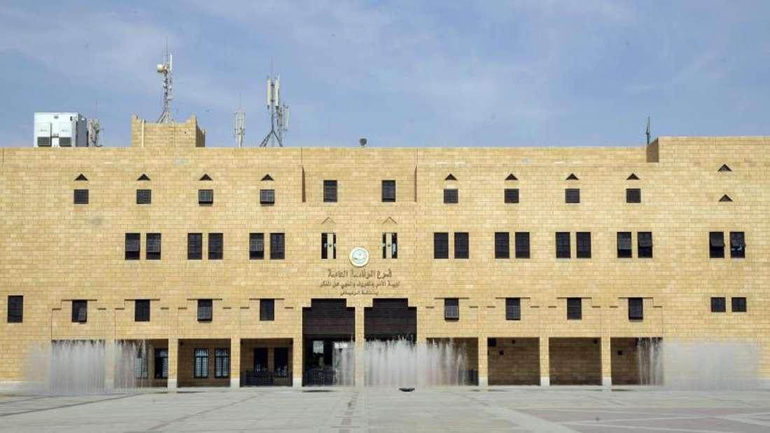 Blick auf den Hinrichtungsplatz und das Gebäude der Religionspolizeibehörde in Riad. Foto: Peer Grimm/Archiv