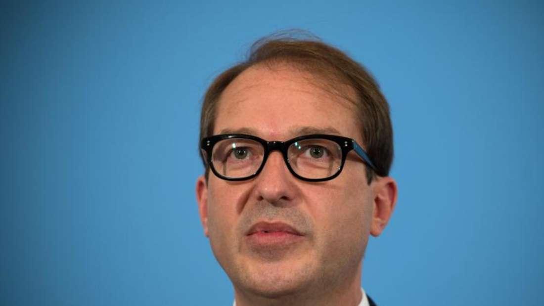 «Es git keine Pläne für die Einführung einer Fernbusmaut», sagt Bundesverkehrsminister Alexander Dobrindt (CSU. Foto: Soeren Stache/Archiv
