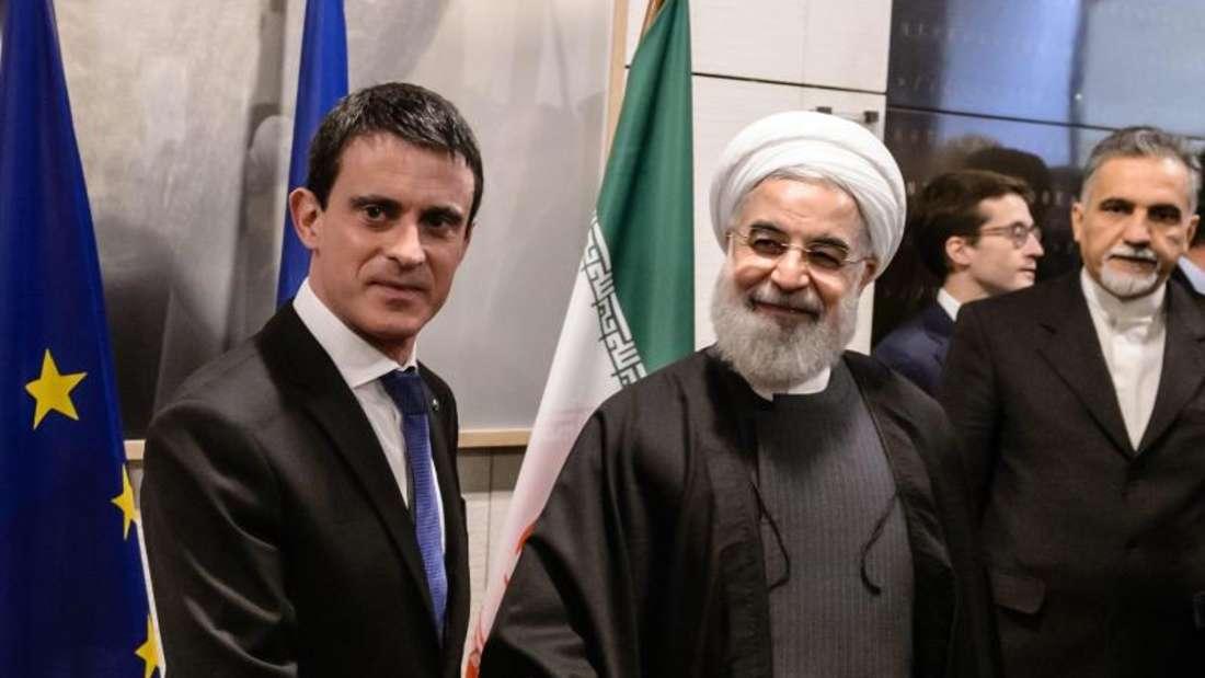 Valls (l) verwies bei Ruhanis Besuch auf historische Verbindungen zum Iran. Foto:Christophe Petit Tesson