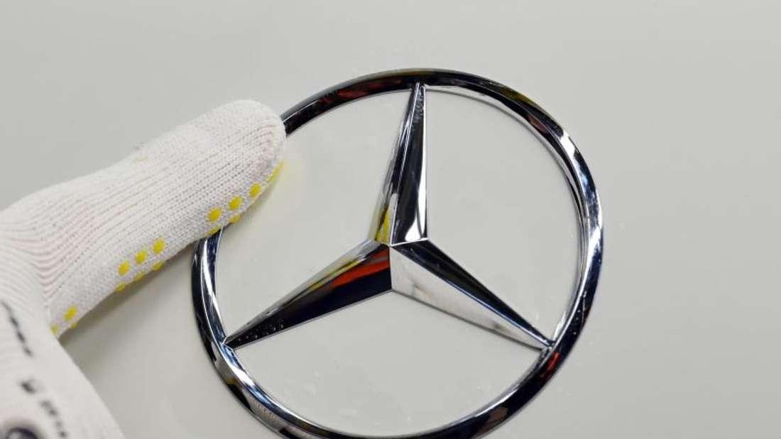 Der Autobauer Daimler hat den französischen Behörden wegen hoher Abgaswerte bei Tests imRealbetrieb Rede und Antwort gestanden. Foto: Uli Deck/dpa
