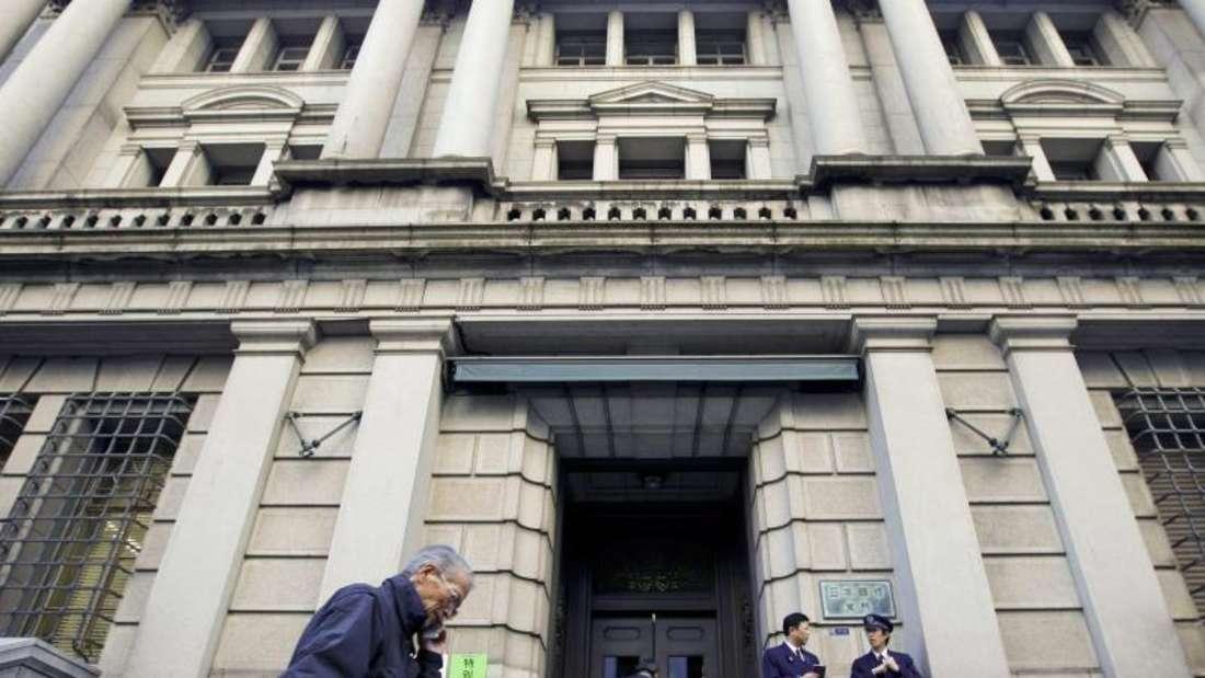 Bei einem negativen Einlagezins müssen Banken eine Gebühr bezahlen, wenn sie ihr Geld bei der Zentralbank parken, statt es weiter zu verleihen. Foto:Dai Kurokawa/Archiv
