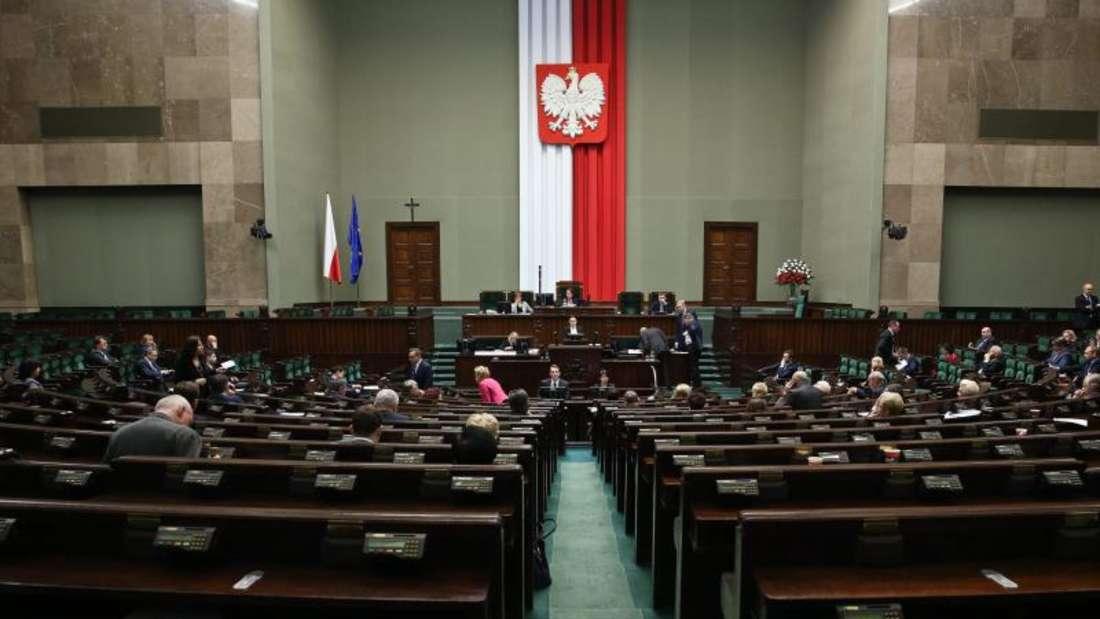 Das Gesetz reiht sich ein in eine Serie umstrittener Parlamentsentscheidungen. Foto: Rafal Guz