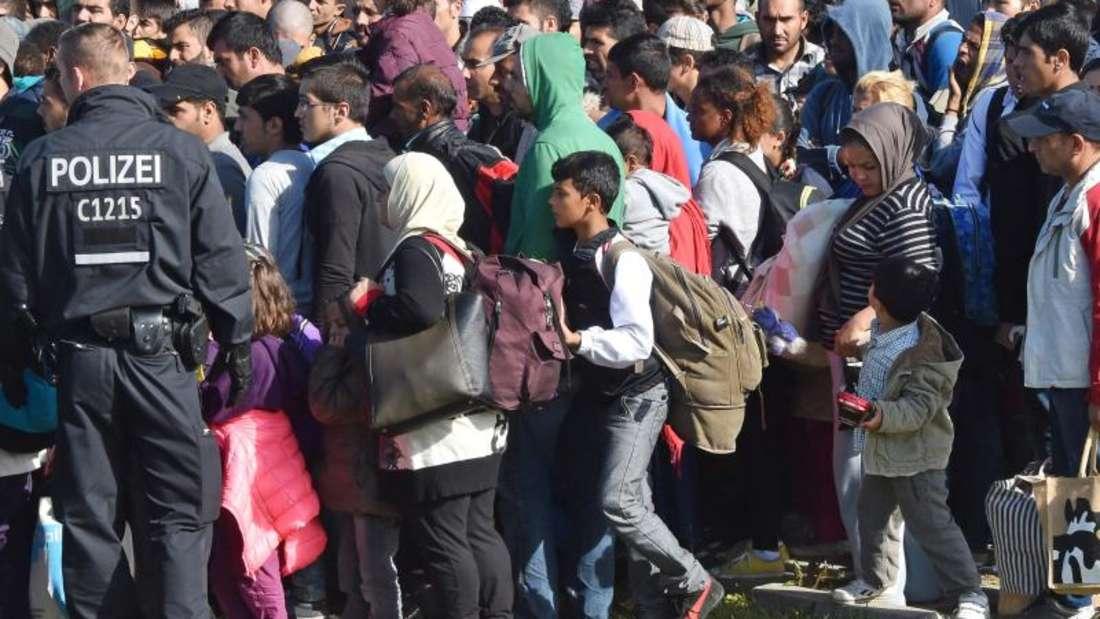 Die starke Zuwanderung hat die Einwohnerzahl Deutschlands auf fast 82 Millionen steigen lassen. Foto: Bernd Settnik/Archiv