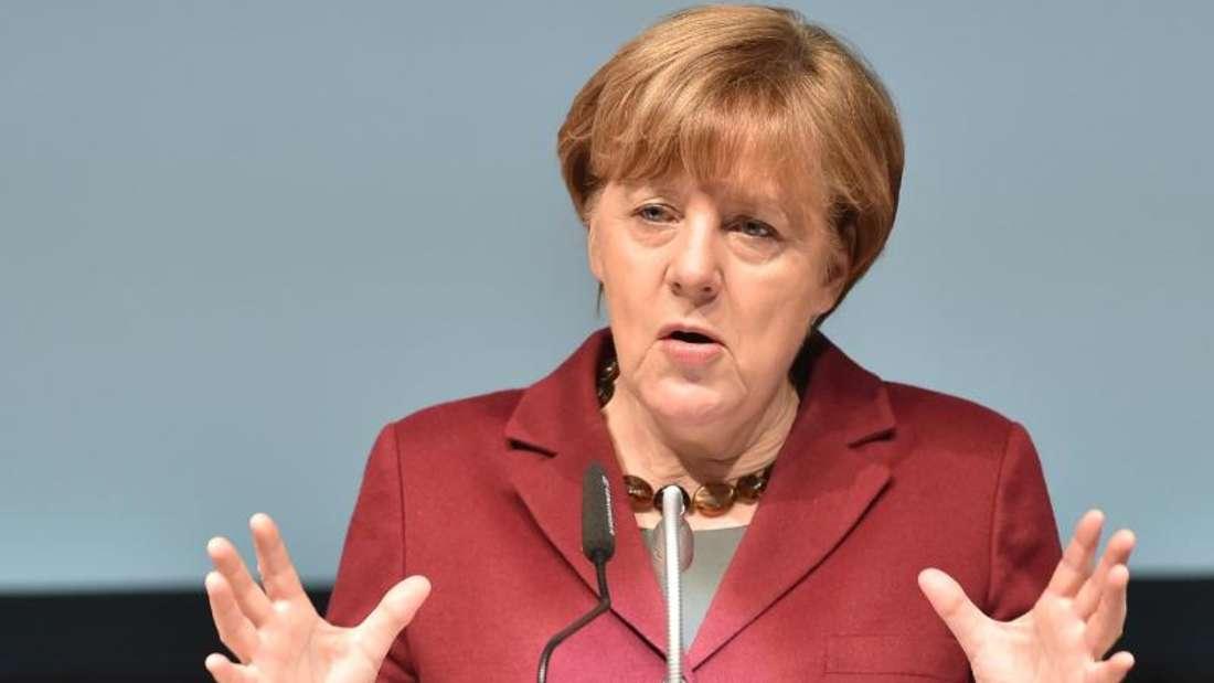 Angela Merkel bei ihrer Rede in Neubrandenburg.Die CDU-Chefin hält an ihrem Kurs einer europäischen Lösung zur Senkung der Flüchtlingszahlen fest.