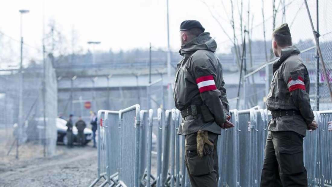 Österreichische Soldaten bei einer Patrouille an der Grenze zu Slowenien. Foto: Marija Kanizaj