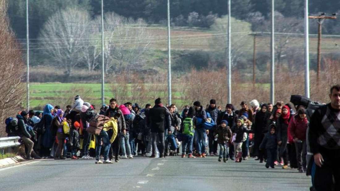 Flüchtlinge auf demWeg zu einem Lager in Nordgriechenland. Foto: Nikos Arvanitidis