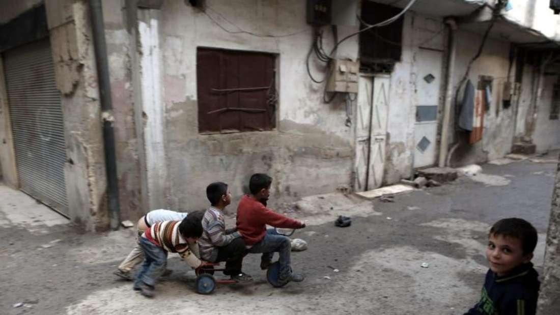 Kinder spielen während der Waffenruhe in den Straßen Damaskus. Foto: Mohammed Badra