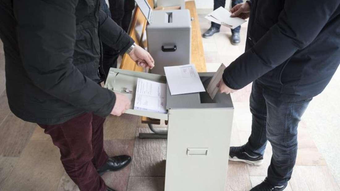Schweizer Bürger bei der Stimmabgabe in Appenzell.