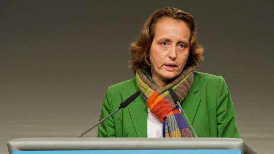 Beatrix von Storch, stellvertretende AfD-Vorsitzende, wurde von einem als Clown verkleideten Mann mit einer Torte attackiert. Foto: Julian Stratenschulte