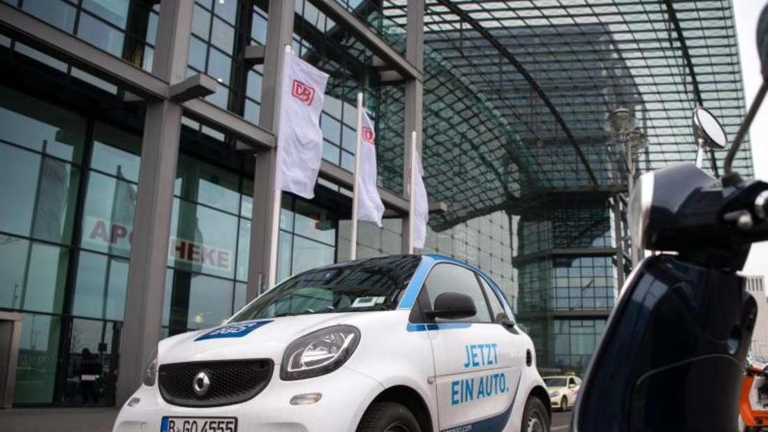 Car-Sharing-Fahrzeug vor dem Hauptbahnhof in Berlin:Bei den Anbietern in Deutschland sind mittlerweile 1,26 Millionen Nutzer registriert. Foto: Bernd von Jutrczenka