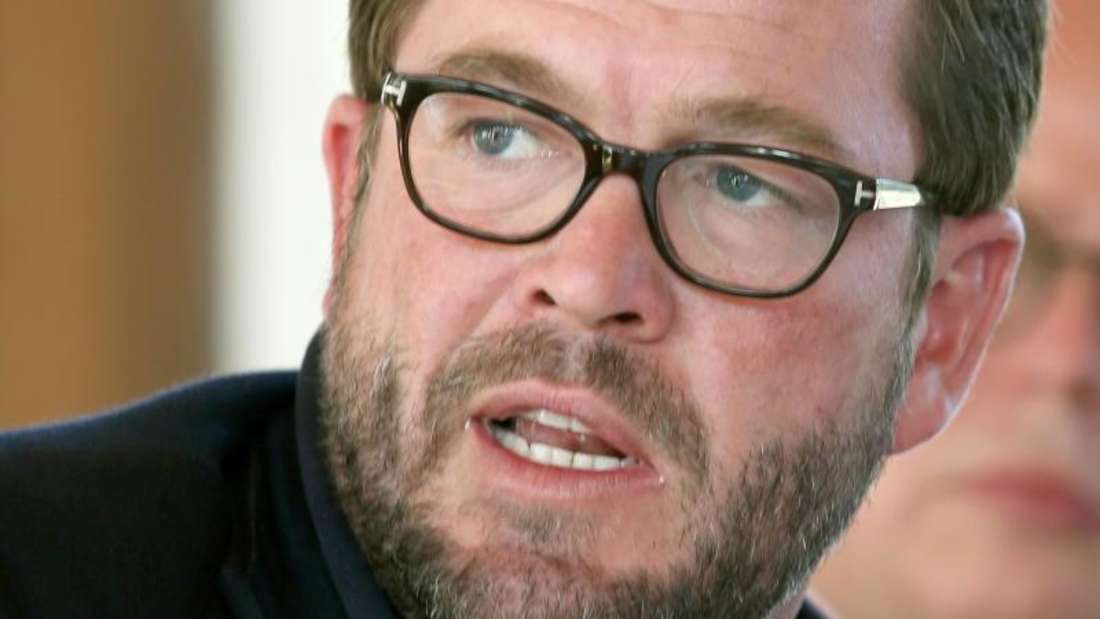 Guttenberg trat wegen Plagiaten in seiner Doktorarbeit 2011 als Minister zurück. Foto: Stephan Jansen/Archiv