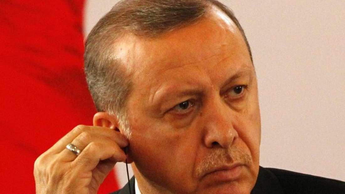 «In den türkischen Gefängnissen sitzen keine Journalisten, die aufgrund ihres Berufes oder dem Recht auf Meinungsfreiheit verurteilt wurden», weist der türkische Präsident Erdogan die Vorwürfe zurück, Journalisten würden in seinem Land unter Druck gesetzt. Foto: Legnan Koula/Archiv
