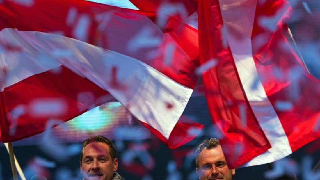Norbert Hofer (R) und FPÖ-Chef Heinz-Christian Strache bei der abschließenden Wahlveranstaltung am vergangenenFreitag inWien. Foto: Christian Bruna
