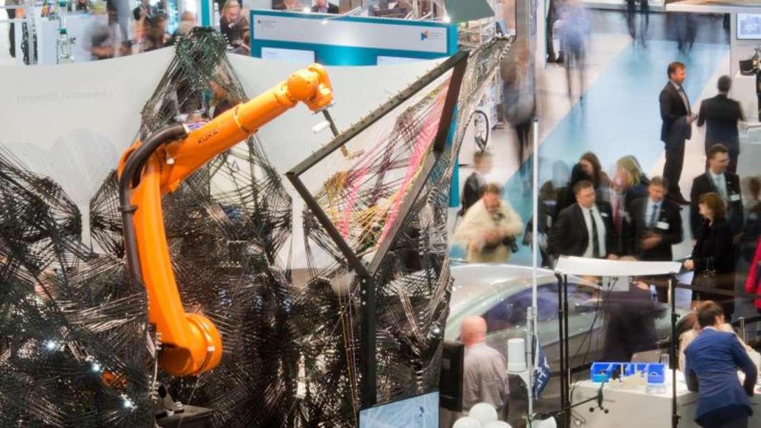 Roboter auf der Hannover Messe: Im Fokus standen in diesem Jahr Anwendungsbeispiele rund um das Zukunftsthema vernetzte Industrie. Foto: Julian Stratenschulte