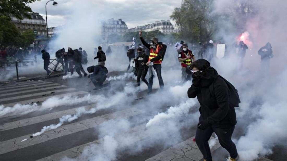 In Paris im Umfeld des Platzes der Republik wird seit Wochen gegen soziale Ungerechtigkeit protestiert. Foto: Etienne Laurent