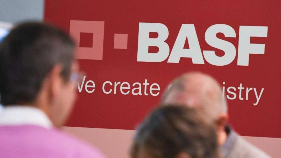 Aktionäre auf der Hauptversammlung des Chemiekonzerns BASF: Die Ludwigshafener sind von den anhaltend niedrigen Öl- und Gaspreisen doppelt betroffen. Foto: Uwe Anspach