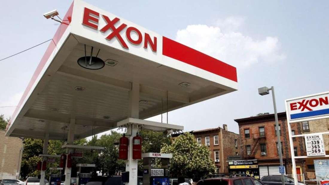 Obwohl Exxon die Produktion um 1,8 Prozent steigerte, gingen die Einnahmen wegen des massiven Preisrückgangs bei Rohöl kräftig zurück. Foto:Justin Lane
