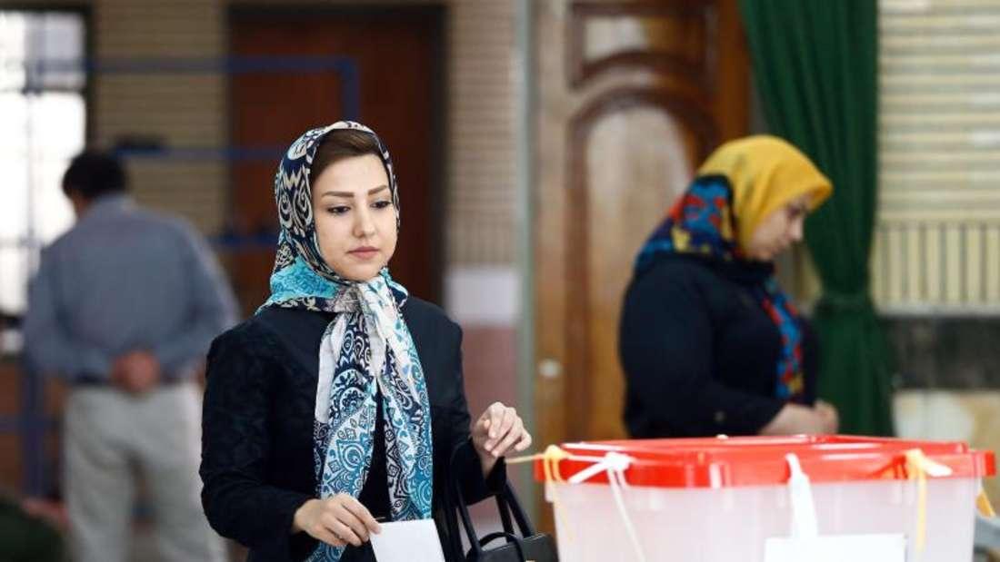 Wahlen im Iran: Die Ergebnisse der Stichwahl wird nach Einschätzung von Beobachtern die Dominanz der Reformer im neuen Parlament nicht mehr verhindern können. Foto: Abedin Taherkenareh