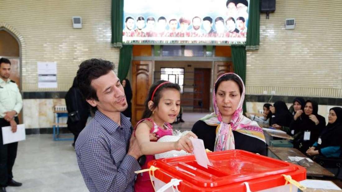 Wahl im Iran: Die Reformer führen nach ersten Hochrechnungen. Foto:Abedin Taherkenareh