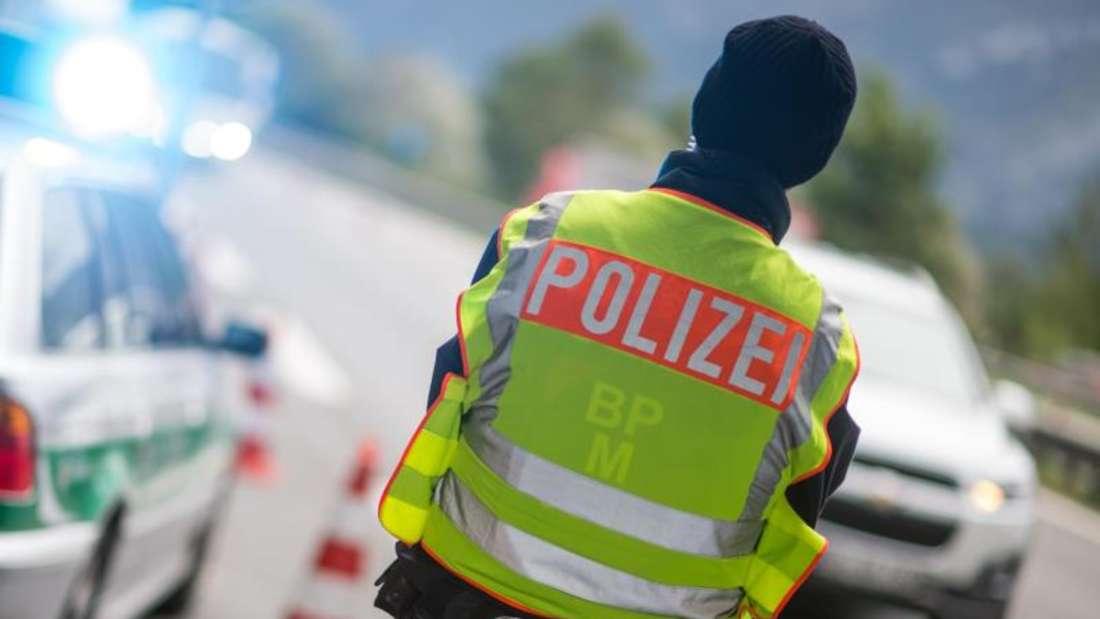 Grenzkontrolle an der A8 von Salzburg nach Bayern. Foto:Matthias Balk/Archiv