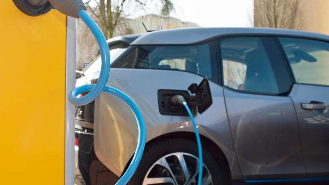 Die Bundesregierung ist vom Ziel, bis 2020 eine Million Elektromobile auf die Straßen zu bringen, meilenweit entfernt.