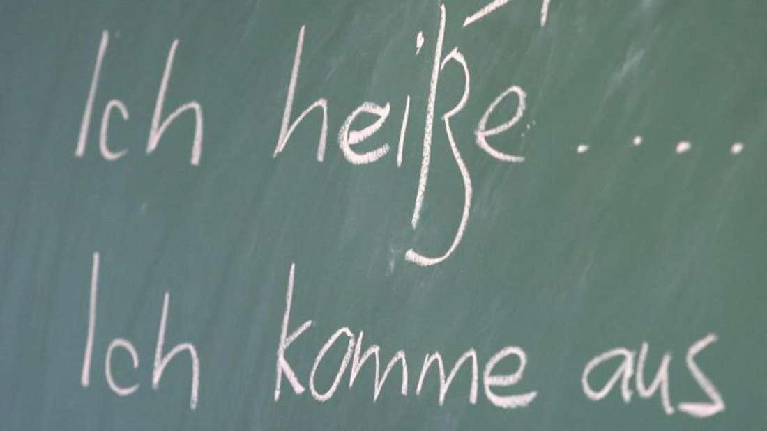 Ohne Sprachkenntnisse geht wenig:Deutschkurs für Flüchtlinge in der Gemeinschaftsunterkunft in Güstrow.