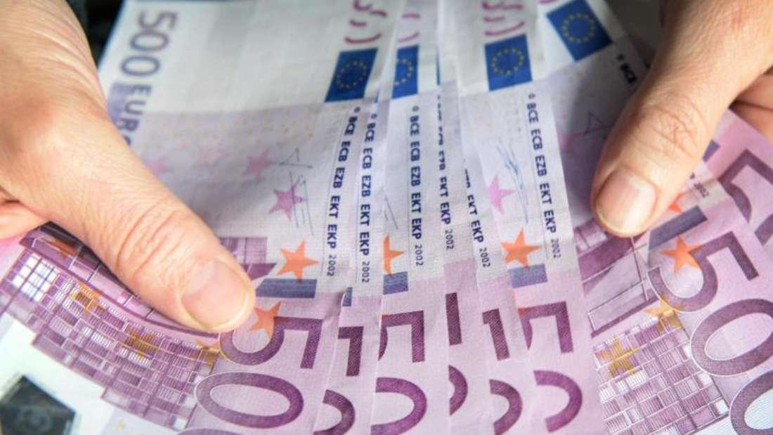 Anfang Mai hatte die Europäische Zentralbank (EZB) beschlossen, die Ausgabe des 500-Euro-Scheins «gegen Ende 2018» einzustellen. Foto: Patrick Seeger
