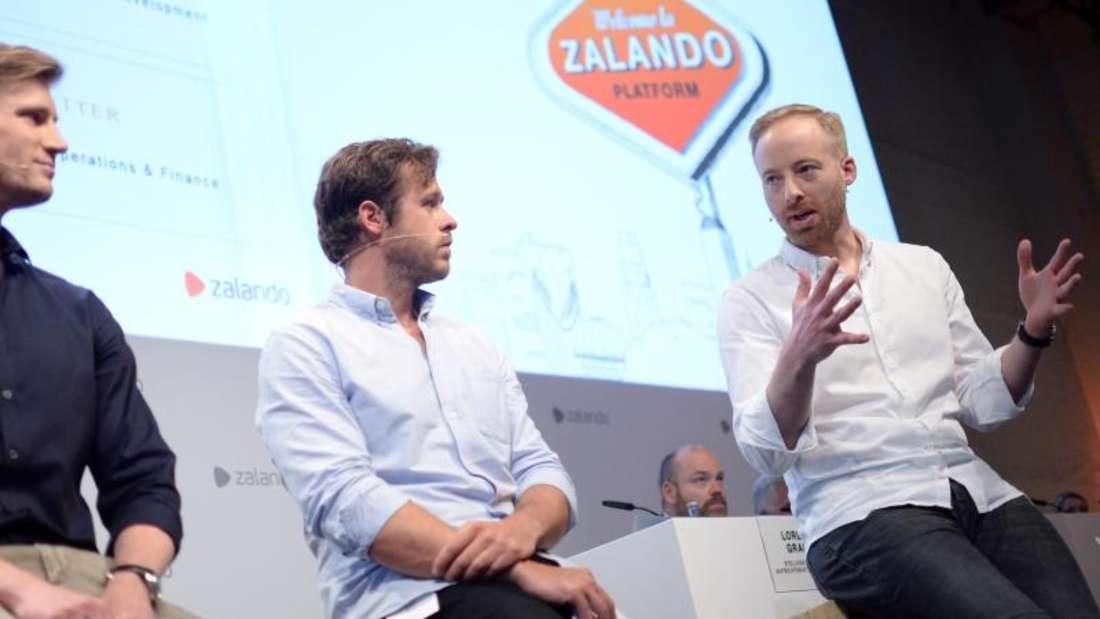 Die Vorstandsmitglieder von Zalando SE, Schneider (l-r), Gentz und Ritter bei der Hauptversammlung des Online-Versandhändlers. Foto: Britta Pedersen