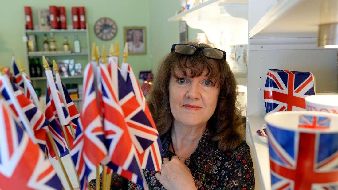 Die Briten kämpfen mit allen Mitteln um jede Stimme. Kurz vor der Wahl bahnt sich ein Kopf-an-Kopf-Rennen an.