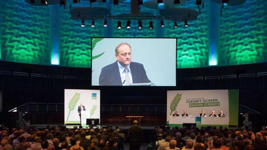 Joachim Rukwied, alter und neuer Präsident des Deutschen Bauernverbandes eröffnet den Deutschen Bauerntag in Hannover mit einer kämpferischen Rede. Foto: Sebastian Gollnow