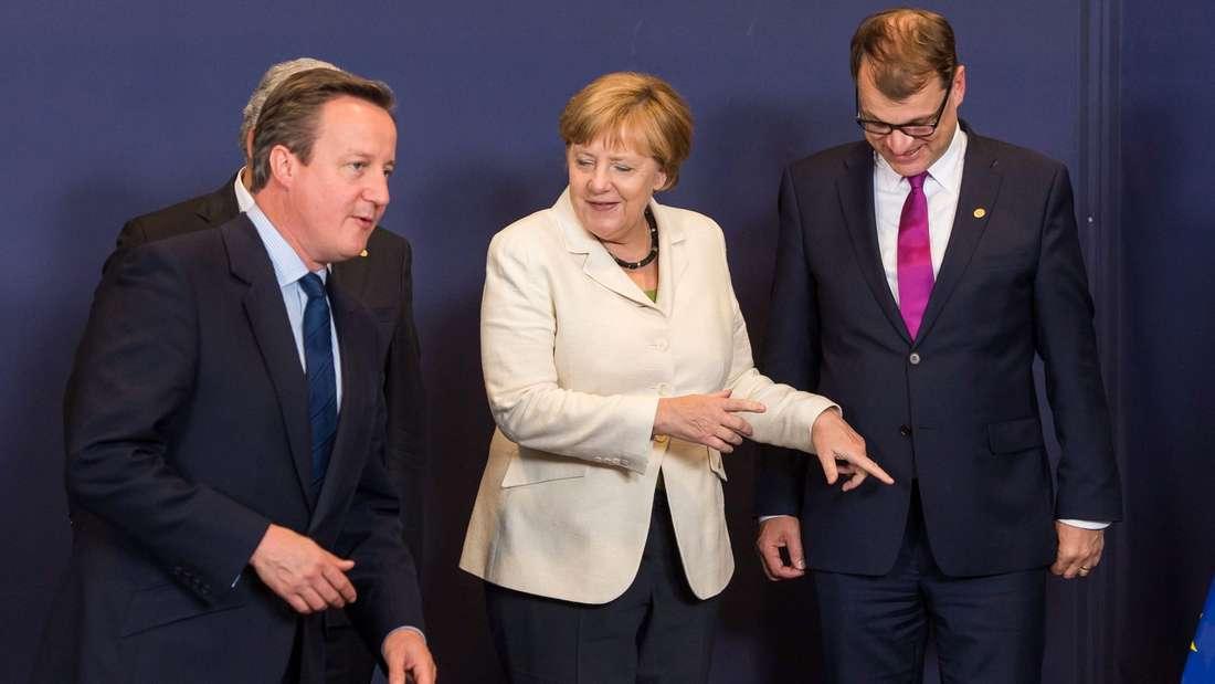 Weisen sie den Briten den Weg raus? Bundeskanzlerin Angela Merkel spricht beim EU-Gipfel mit Großbritanniens Premierminister David Cameron (l.).