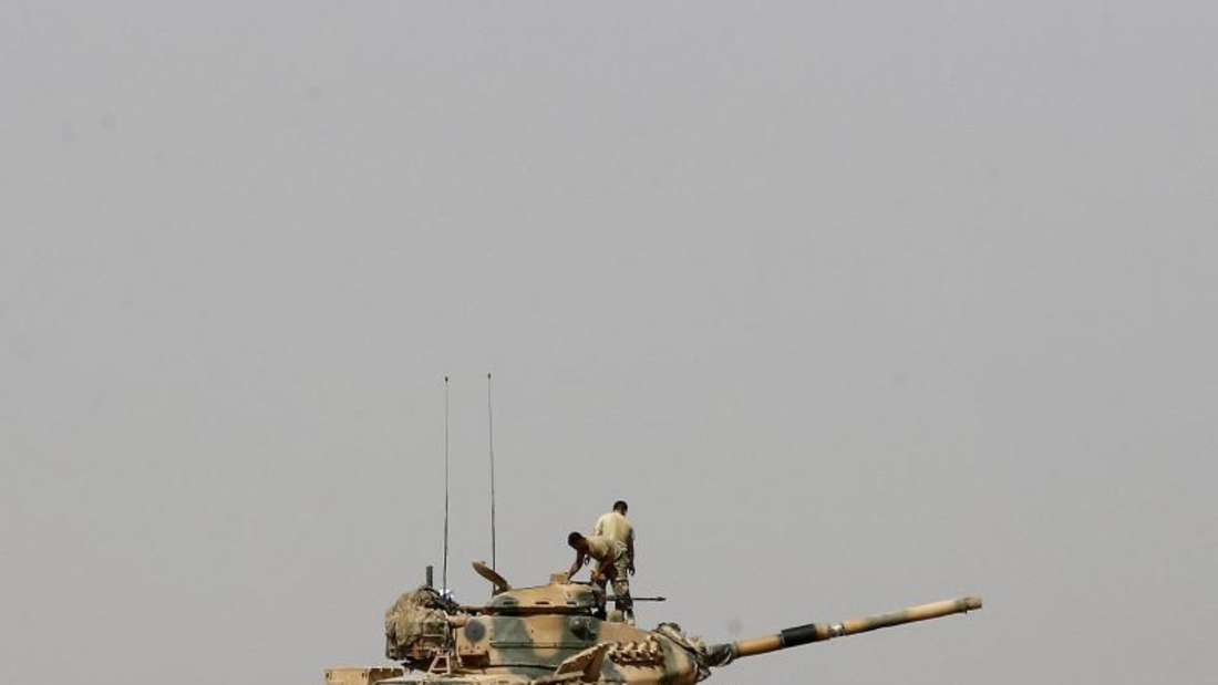 Ein türkischer Panzer an der Grenze zu Syrien.Foto: Sedat Suna