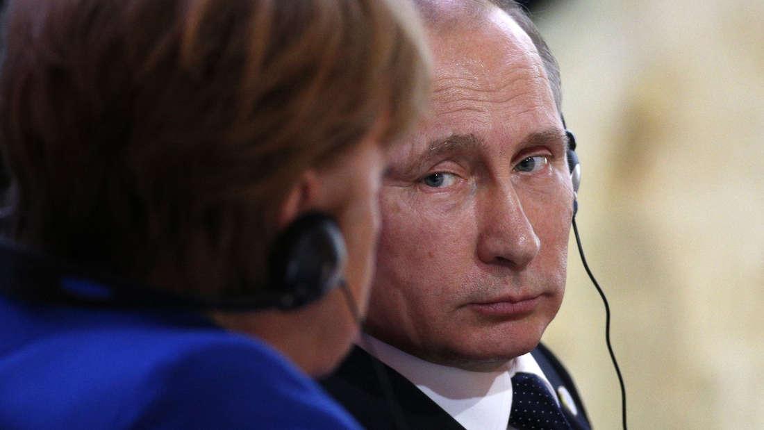 """Merkel äußerte sich in einem Telefonat mit Putin """"äußerst besorgt"""" angesichts der humanitären Lage in Aleppo."""