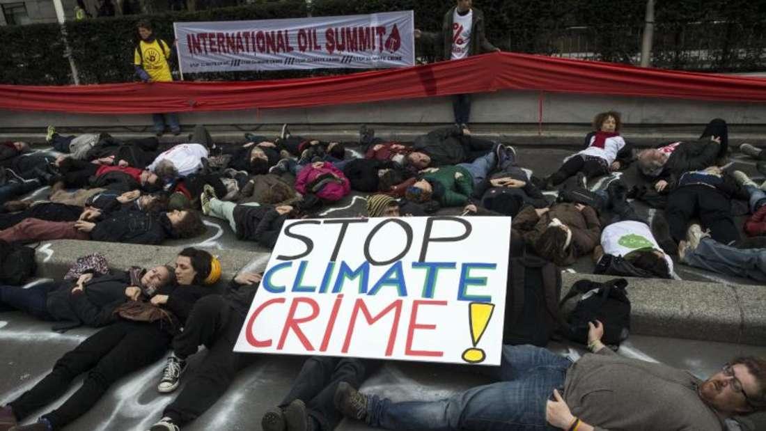 Der erste weltweit verbindliche Klimavertrag soll die Erderwärmung stoppen. Foto:Etienne Laurent/Archiv