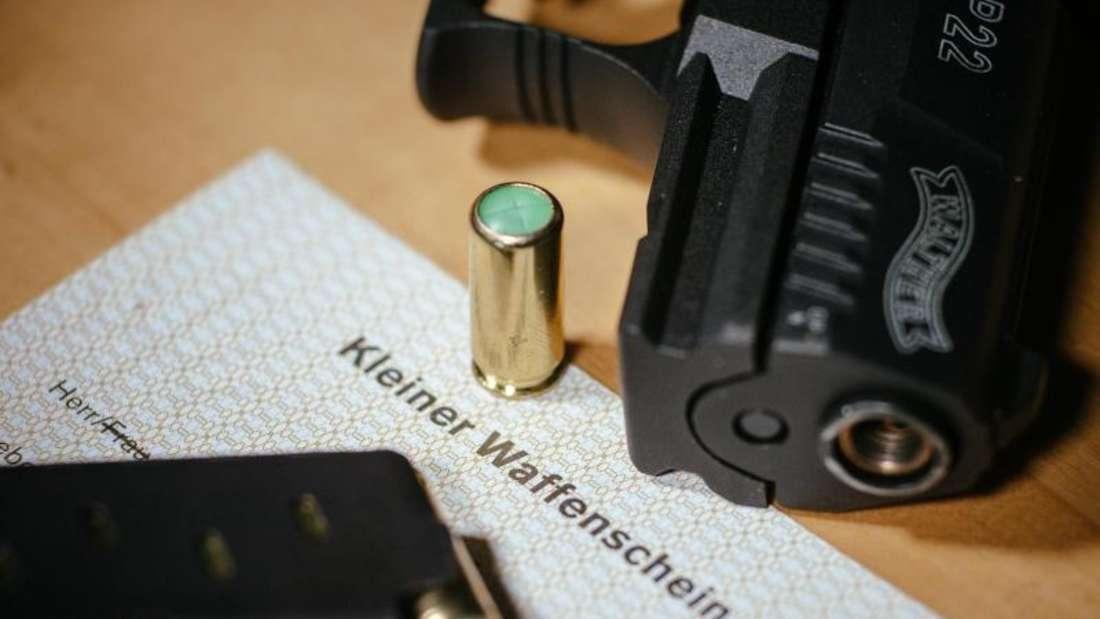 Ende September waren 440.185 der sogenannten Kleinen Waffenscheine registriert. Foto: Oliver Killig