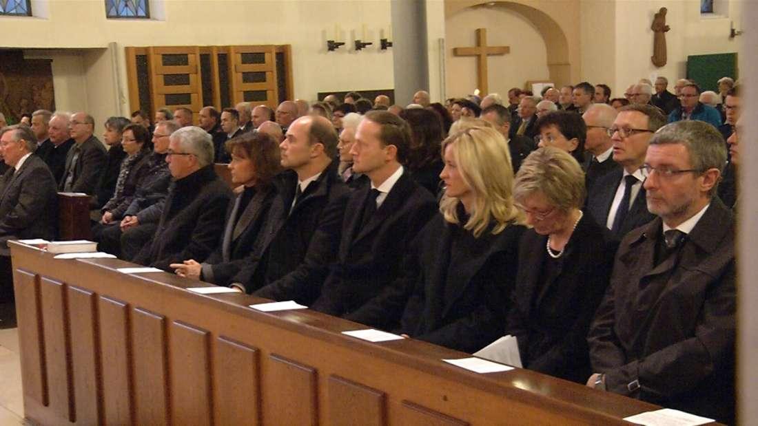 500 Menschen trauern am Sonntag in einem ökumenischen Gottesdienst um die Toten und Verletzen des BASF-Unglücks.