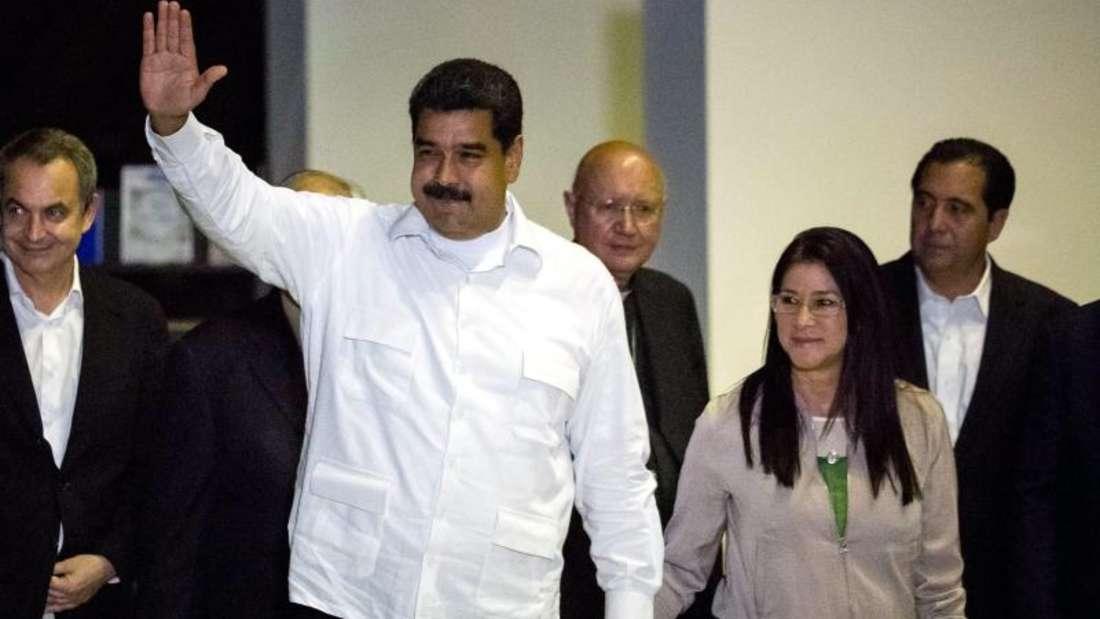 Präsident Maduro kommt zu Beratungen mit führenden Vertretern des Oppositionsbündnisses Mesa Democrática (MUD). Foto: Miguel Gutierrez