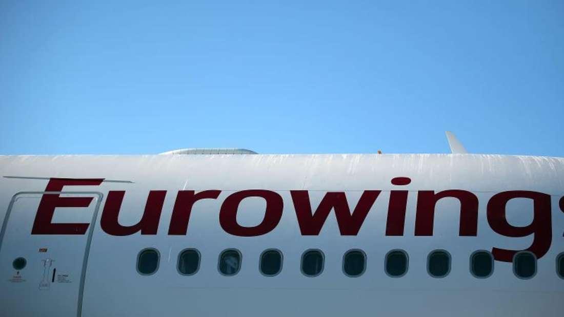 Ein A 330 der Eurowings steht in Köln auf dem Flughafen. Foto: Oliver Berg/Ilustration