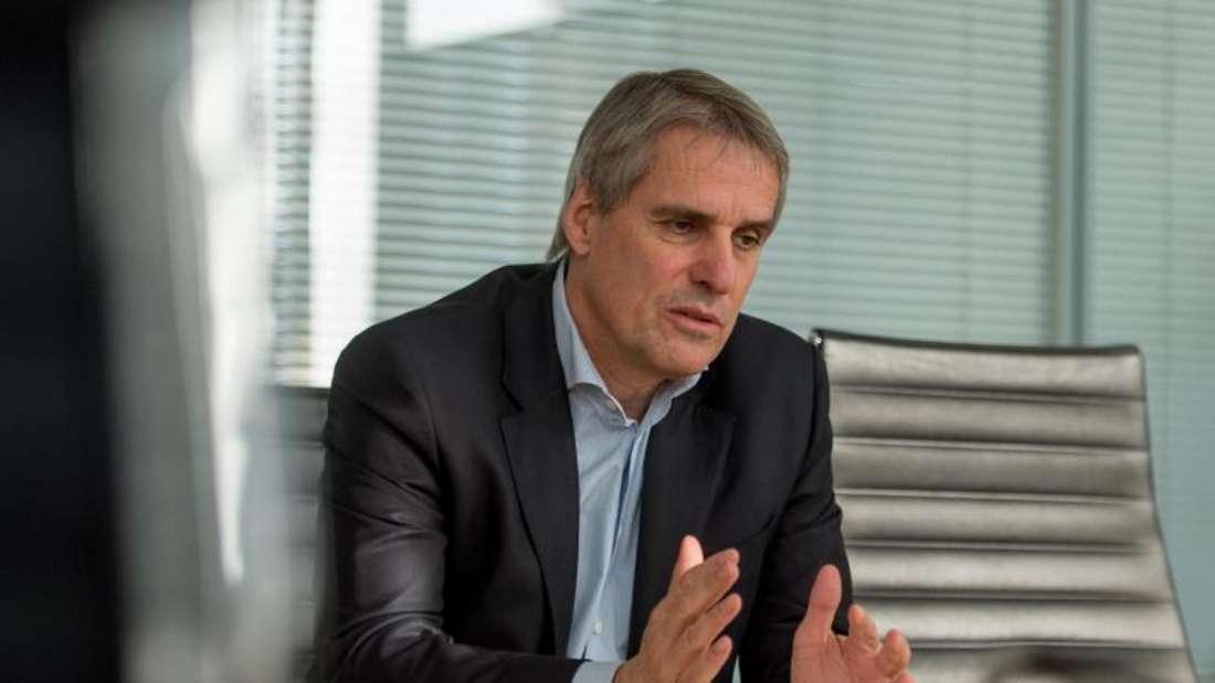 «Alle sozialen Aufgaben bei der Wirtschaft abzuladen, das kann nicht funktionieren», sagt Daimler-Personalvorstand Wilfried Porth. Foto: Daniel Maurer