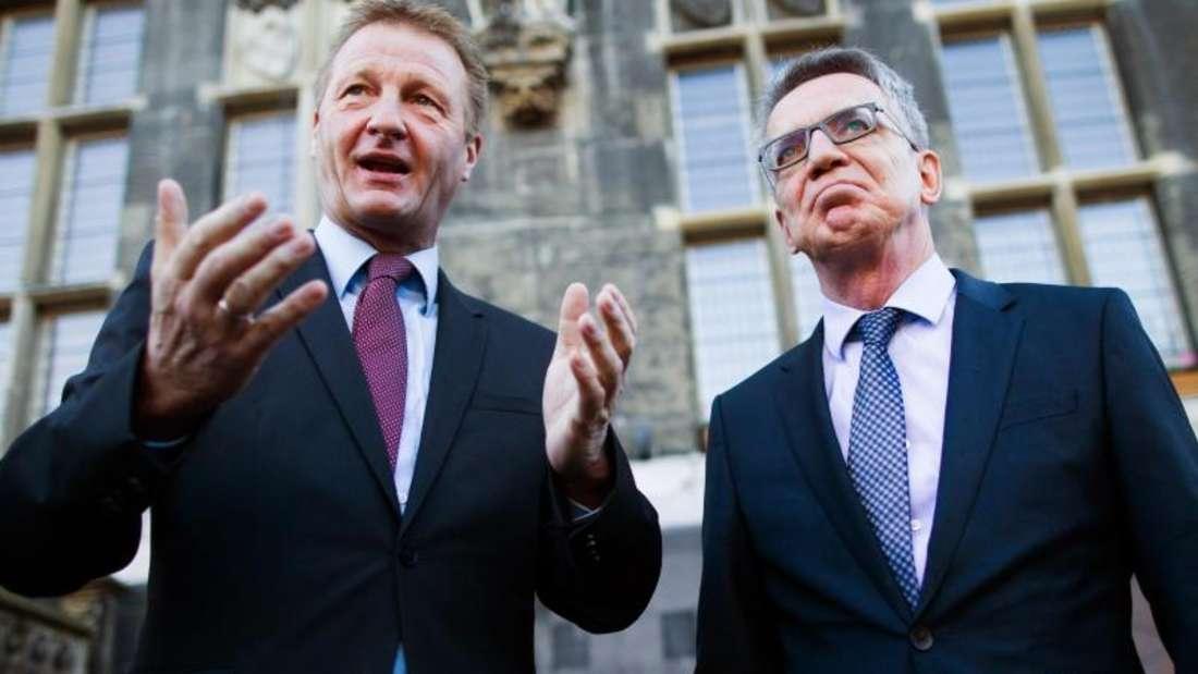 NRW-Innenminister Jäger und Bundesinnenminister De Maizière wollen auf Einbrecherbanden, die durch Europa ziehen, mit einer besseren Zusammenarbeit reagieren. Foto: Rolf Vennenbernd